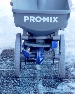Alaskan® Premium Ice Melter Bag with PRO-MIX spreader